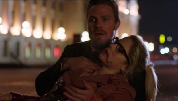 Five Reasons Why The Arrowverse Kind Of Sucks  - Eric Mrozek