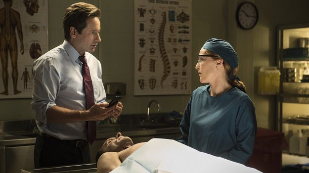 The X-Files - Mulder And Scully Meet The Were-Monster - Autopsy
